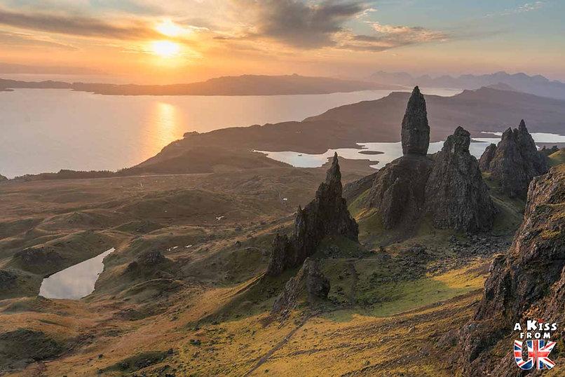 Old Man of Storr sur l'île de Skye - 50 endroits à voir absolument en Ecosse – Découvrez les lieux incontournables en Ecosse et les plus beaux endroits d'Ecosse à visiter pendant votre voyage | A Kiss from UK