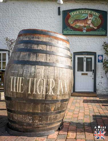 Le Tiger Inn & East Dean - Que voir absolument dans le Sussex en Angleterre ? Visiter le Sussex  et ses plus beaux endroits avec A Kiss from UK, le guide et blog du voyage en Ecosse, Angleterre et Pays de Galles.