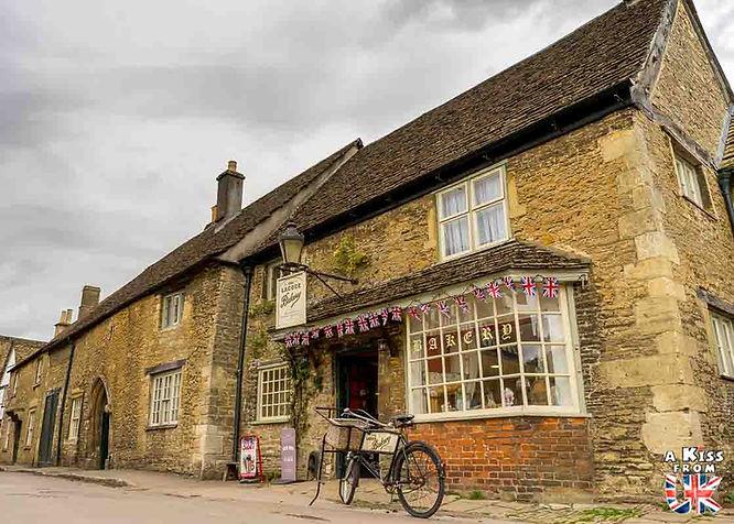 Le village de Lacock dans le Wiltshire en Angleterre - Découvrez les 30 plus beaux villages de Grande-Bretagne. Le classement des plus beaux villages d'Angleterre, d'Ecosse et du Pays de Galles par A Kiss from UK