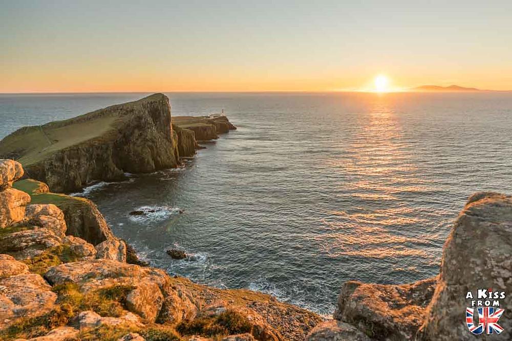 Visiter le phare du Toulinguet sur Crozon et se croire à Neist Point, sur l'île de Skye en Ecosse | Visiter la Bretagne pour retrouver les paysages de Grande-Bretagne  | A Kiss fom UK