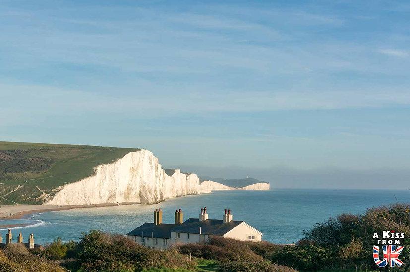 Les Seven Sisters, un des plus beaux paysages du Sussex - Que voir absolument dans le Sussex en Angleterre ? Visiter le Sussex  et ses plus beaux endroits avec A Kiss from UK, le guide et blog du voyage en Angleterre.