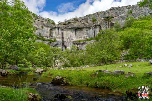 Malham Cove - Que voir dans les Yorkshire Dales en Angleterre ? Visiter les Yorkshire Dales avec A Kiss from UK, le blog du voyage en Ecosse, Angleterre et Pays de Galles.