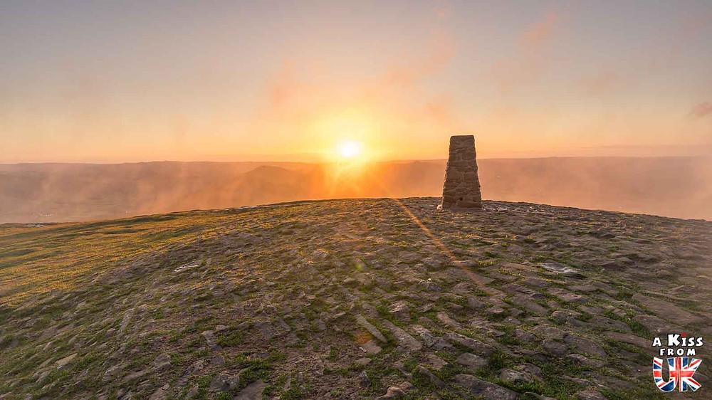 Mam Tor dans le Peak District - 30 photos qui vont vous donner envie de voyager en Angleterre après l'épidémie de coronavirus - Découvrez les plus belles destinations et les plus belles régions d'Angleterre à visiter.