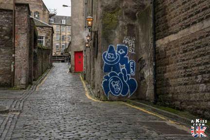 Cowgate à Edimbourg - A voir absolument et à faire à Edimbourg - Visiter Edimbourg avec le guide complet d'A Kiss from UK, le blog du voyage en Ecosse.
