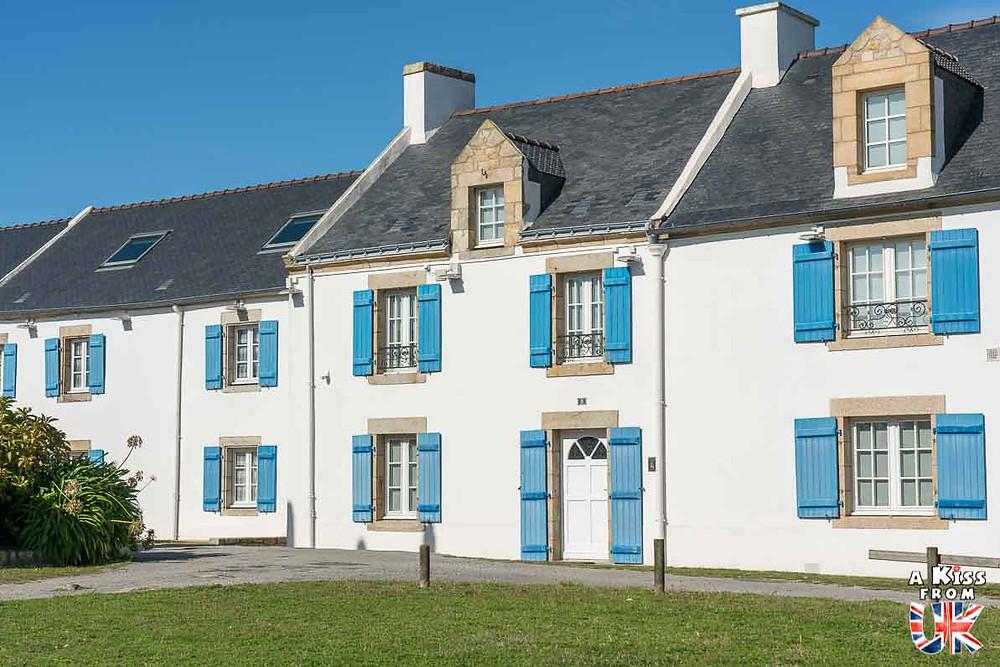 Visiter l'île Saint-Cado dans le Morbihan et se croire dans le village de Culross sur la Péninsule de Fife en Ecosse | Visiter la Bretagne pour retrouver les paysages de Grande-Bretagne  - Découvrez les plus beaux endroits de Bretagne et de Normandie qui font penser à l'Angleterre, à l'Ecosse ou au Pays de Galles |  A Kiss from UK - blog voyage