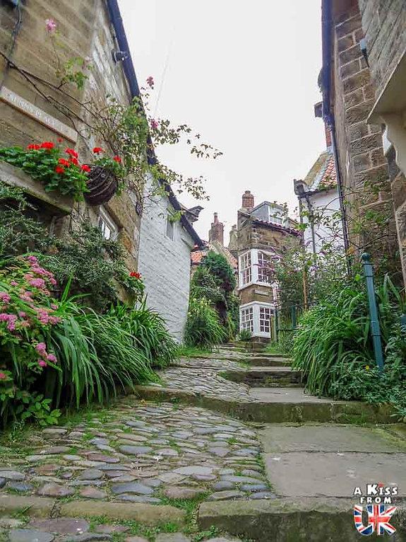 Le village de Robin Hood's Bay dans le Yorkshire en Angleterre - Découvrez les 30 plus beaux villages de Grande-Bretagne. Le classement des plus beaux villages d'Angleterre, d'Ecosse et du Pays de Galles par A Kiss from UK
