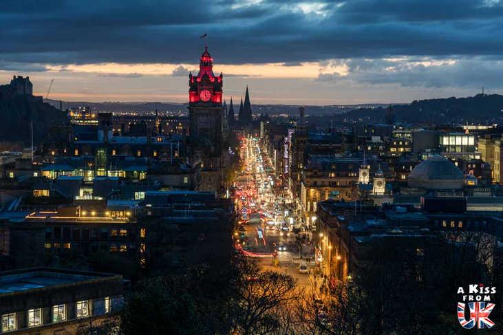 Princess Street à Edimbourg - A voir absolument et à faire à Edimbourg - Visiter Edimbourg avec le guide complet d'A Kiss from UK, le blog du voyage en Ecosse.