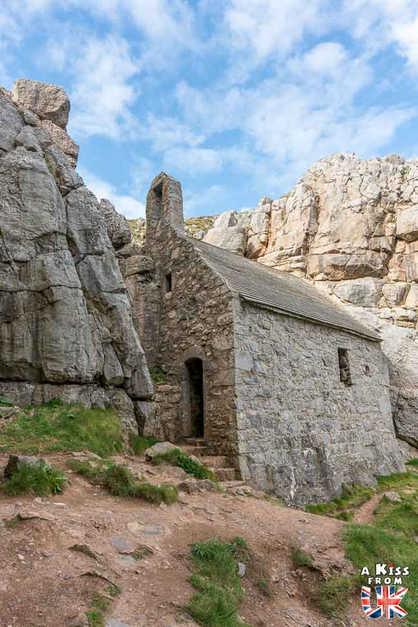 St Govan's Chapel - Que voir dans le Pembrokeshire au Pays de Galles ? Visiter le Pembrokeshire avec A Kiss from UK, guide & blog voyage sur l'Ecosse, l'Angleterre et le Pays de Galles.