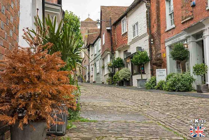Le village de Petworth dans le Sussex - Que voir absolument dans le Sussex en Angleterre ? Visiter le Sussex  et ses plus beaux endroits avec A Kiss from UK, le guide et blog du voyage en Angleterre.