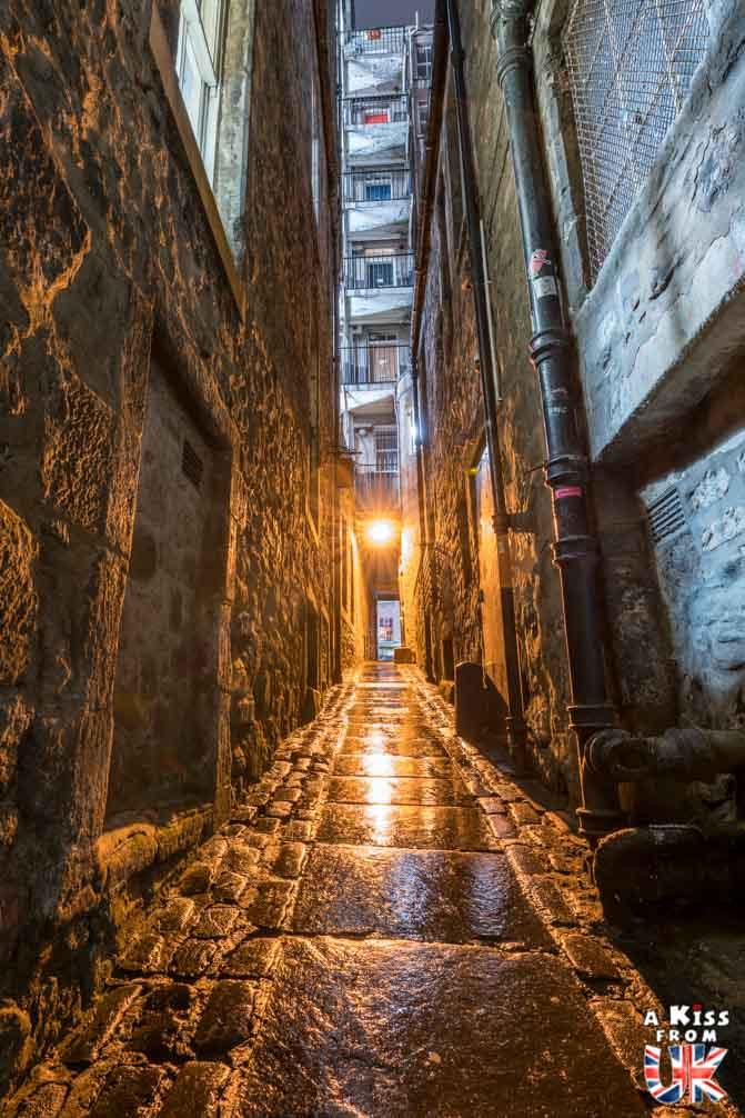 Edinburgh closes de nuit - Les plus belles photos d'Édimbourg de nuit. Visiter Édimbourg la nuit, sortie nocturne à Édimbourg dans les plus beaux endroits et les lieux hantés de la capitale écossaise. Que faire à Édimbourg la nuit ?