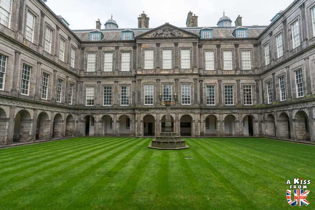 Holyrood Palace à Edimbourg - A voir absolument et à faire à Edimbourg - Visiter Edimbourg avec le guide complet d'A Kiss from UK, le blog du voyage en Ecosse.
