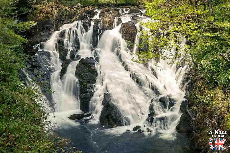 Swallow Falls dans le Snowdonia - Les endroits à voir absolument au Pays de Galles en dehors de Cardiff – Découvrez quels sont les lieux incontournables au Pays de Galles et les plus beaux endroits du Pays de Galles à visiter pendant votre voyage   A Kiss from UK