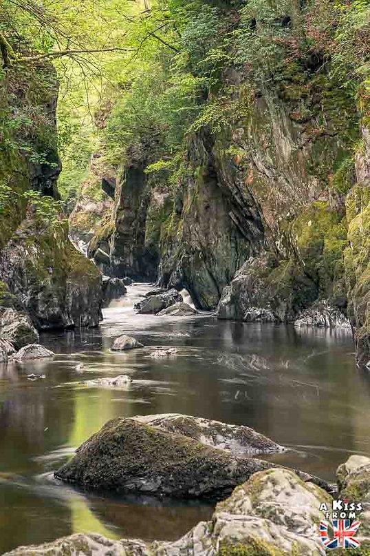 Fairy Glen dans le Snowdonia - Les endroits à voir absolument au Pays de Galles en dehors de Cardiff – Découvrez quels sont les lieux incontournables au Pays de Galles et les plus beaux endroits du Pays de Galles à visiter pendant votre voyage   A Kiss from UK