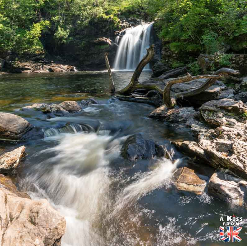 Falls of Falloch dans le Loch Lomond - - 50 endroits à voir absolument en Ecosse – Découvrez les lieux incontournables en Ecosse et les plus beaux endroits d'Ecosse à visiter pendant votre voyage | A Kiss from UK
