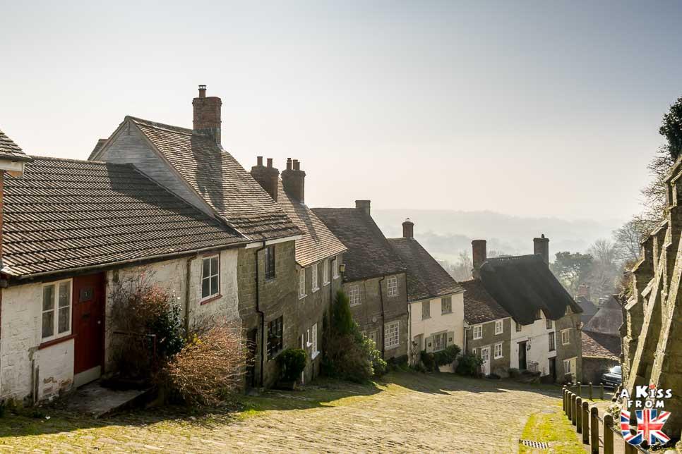 Visiter Pont-Croix dans le Finistère et sa Grande Rue Chère pour être transporté à Gold Hill dans le Dorset en Angleterre | Visiter la Bretagne pour retrouver les paysages de Grande-Bretagne  | A Kiss fom UK