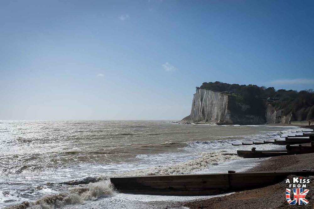 Visiter Veules-les-Roses en Normandie pour se croire au falaises blanches de Douvres en Angleterre | Visiter la Normandie pour retrouver les paysages de Grande-Bretagne  | A Kiss fom UK