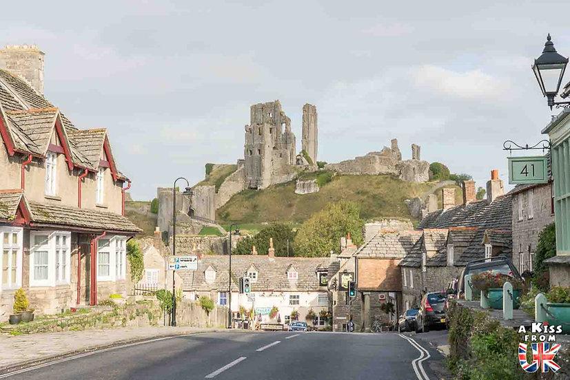Corfe Castle - Que faire et que voir dans le Dorset en Angleterre ? Visiter les plus beaux endroits du Dorset avec notre guide complet sur cette région anglaise - A Kiss from UK, le blog du voyage en Angleterre.