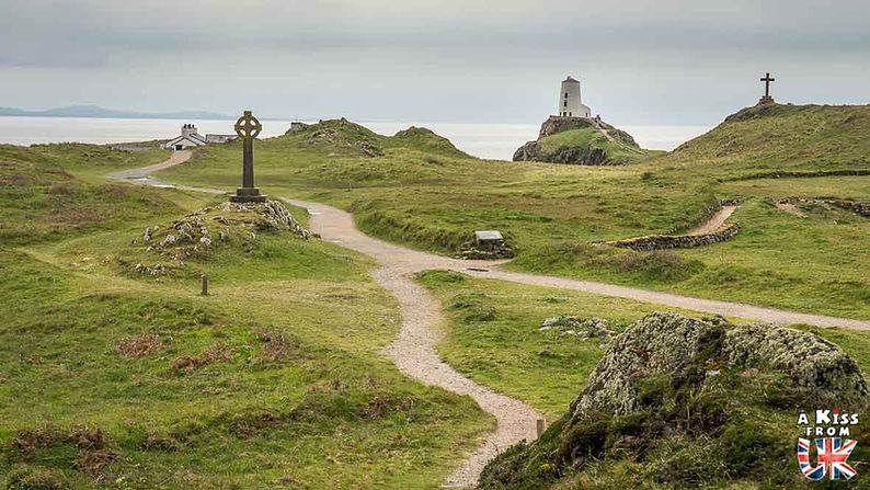 La baie de Llanddwyn sur l'île d'Anglesey au Pays de Galles - Que voir sur l'île d'Anglesey au Pays de Galles ? Visiter l'île d'Anglesey avec A Kiss from UK, le blog du voyage en Grande-Bretagne.