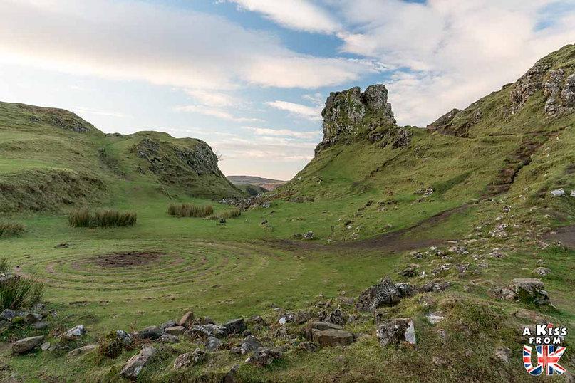 Fairy Glen sur l'île de Skye - 50 endroits à voir absolument en Ecosse – Découvrez les lieux incontournables en Ecosse et les plus beaux endroits d'Ecosse à visiter pendant votre voyage | A Kiss from UK