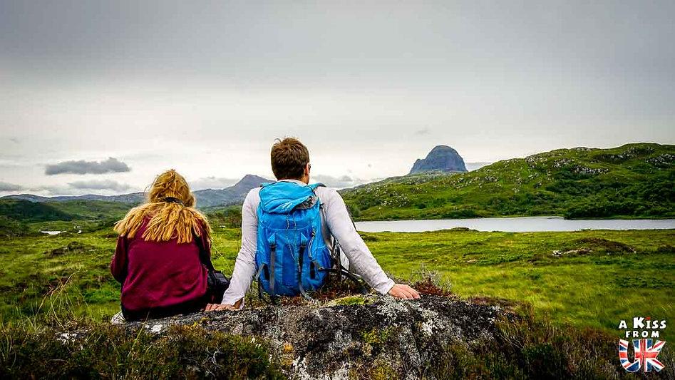 Le Suilven sur la North Coast 500 - Les plus beaux paysages d'Ecosse. Découvrez quels sont les plus beaux endroits d'Ecosse et les plus belles merveilles naturelles d'Ecosse avec A Kiss from UK, le guide et blog du voyage en Grande-Bretagne.