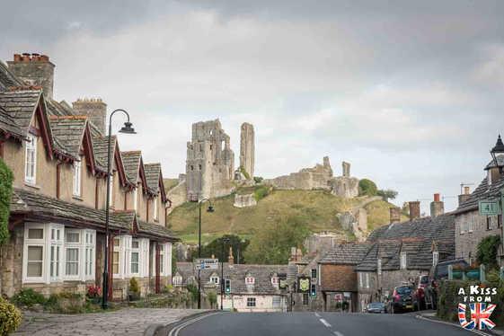 Corfe Castle - Que faire dans le Dorset en Angleterre ? Visiter les plus beaux endroits à voir absolument dans le Dorset avec notre guide complet sur cette région anglaise.