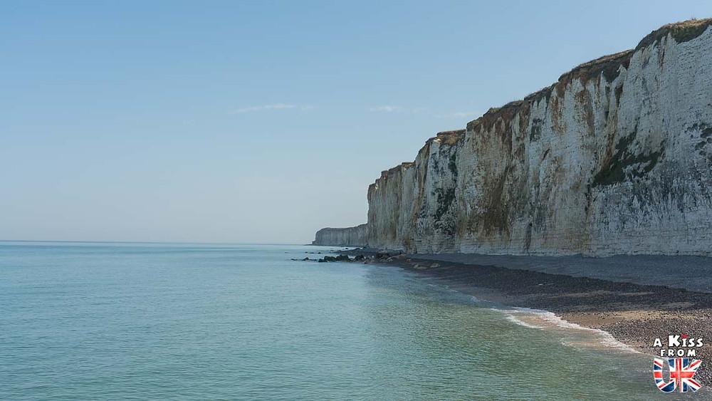 Visiter Veules-les-Roses en Normandie pour se croire au falaises blanches de Douvres en Angleterre | Visiter la Normandie pour retrouver les paysages de Grande-Bretagne  - Découvrez les plus beaux endroits de Bretagne et de Normandie qui font penser à l'Angleterre, à l'Ecosse ou au Pays de Galles |  A Kiss from UK - blog voyage