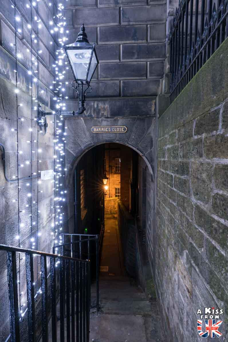 Barrie's Close - Les plus belles photos d'Édimbourg de nuit. Visiter Édimbourg la nuit, sortie nocturne à Édimbourg dans les plus beaux endroits et les lieux hantés de la capitale écossaise. Que faire à Édimbourg la nuit ?