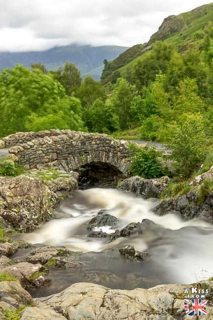 Ashness Bridge - Que voir absolument dans le Lake District en Angleterre ? Visiter le Lake District avec A Kiss from UK, le blog du voyage en Ecosse, Angleterre et Pays de Galles
