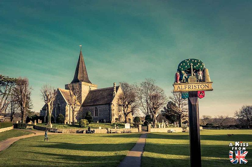 Le village d'Alfriston dans le Sussex - Que voir absolument dans le Sussex en Angleterre ? Visiter le Sussex  et ses plus beaux endroits avec A Kiss from UK, le guide et blog du voyage en Angleterre.