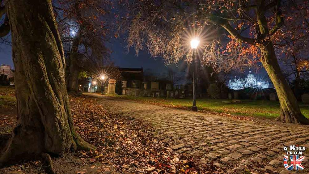 Greyfriars de nuit - Les plus belles photos d'Édimbourg de nuit. Visiter Édimbourg la nuit, sortie nocturne à Édimbourg dans les plus beaux endroits et les lieux hantés de la capitale écossaise. Que faire à Édimbourg la nuit ?