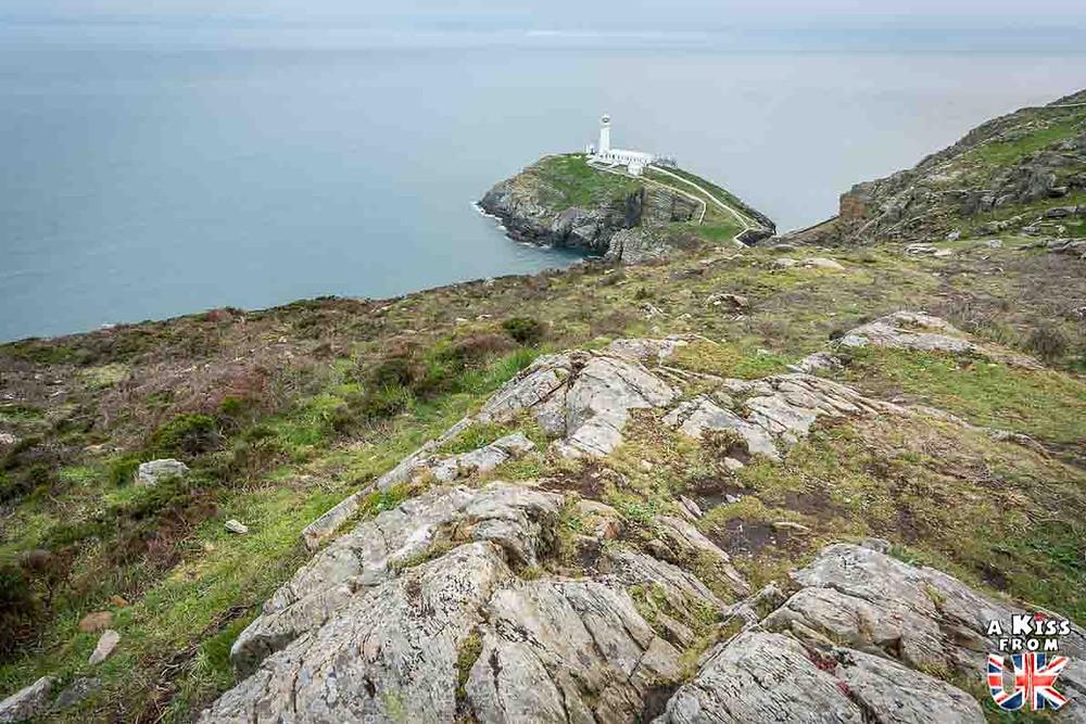Visiter la Pointe du Raz dans le Finistère et se croire à South Stack sur l'île d'Anglesey au Pays de Galles | Visiter la Bretagne pour retrouver les paysages de Grande-Bretagne  | A Kiss fom UK