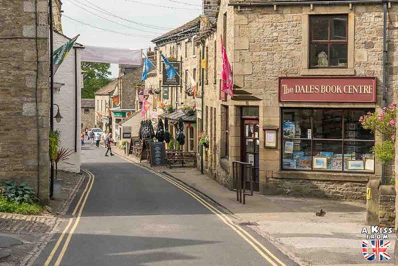 Grassington dans le Yorkshire - Les lieux à voir absolument en Angleterre en dehors de Londres. Découvrez quels sont les plus beaux endroits d'Angleterre et les incontournables à visiter en dehors de Londres lors de votre voyage - A Kiss from UK, le blog du voyage en Grande-Bretagne.