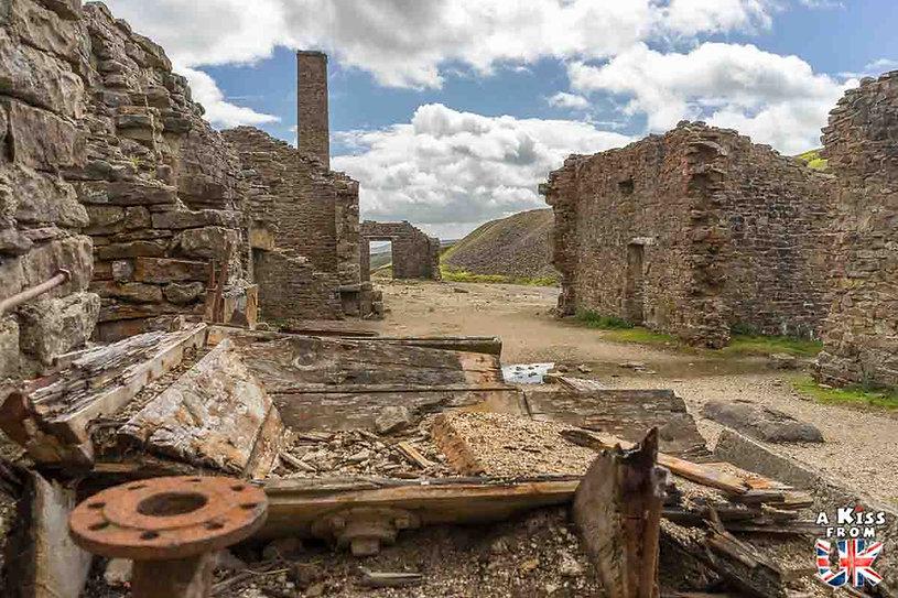Old Gang Smelt Mill dans les Yorkshire Dales en Angleterre - Les plus belles ruines de Grande-Bretagne. Découvrez quels sont les plus beaux lieux abandonnés d'Angleterre, d'Ecosse et du Pays de Galles avec A Kiss from UK.