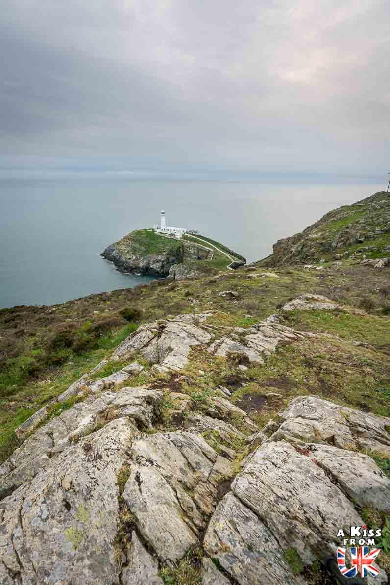 South Stack Lighthouse sur Anglesey - 15 photos qui vont vous donner envie de voyager au Pays de Galles après le Brexit ! - Découvrez les plus belles destinations et les plus belles régions du Pays de Galles en image.