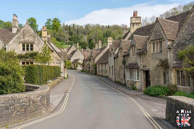 Le village de Castle Combe dans les Cotswolds en Angleterre - Découvrez les 30 plus beaux villages de Grande-Bretagne. Le classement des plus beaux villages d'Angleterre, d'Ecosse et du Pays de Galles par A Kiss from UK