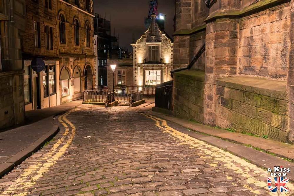 Visiter le Mont Saint-Michel la nuit pour retrouver l'ambiance médiévale d'Edimbourg | Visiter la Normandie pour retrouver les paysages de Grande-Bretagne  | A Kiss fom UK