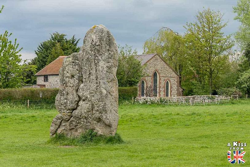 Avebury dans le Wiltshire en Angleterre - Les plus belles ruines de Grande-Bretagne. Découvrez quels sont les plus beaux lieux abandonnés d'Angleterre, d'Ecosse et du Pays de Galles avec A Kiss from UK.