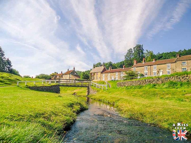 Hutton-le-Hole dans le Yorkshire - Les lieux à voir absolument en Angleterre en dehors de Londres. Découvrez quels sont les plus beaux endroits d'Angleterre et les incontournables à visiter en dehors de Londres lors de votre voyage - A Kiss from UK, le blog du voyage en Grande-Bretagne.