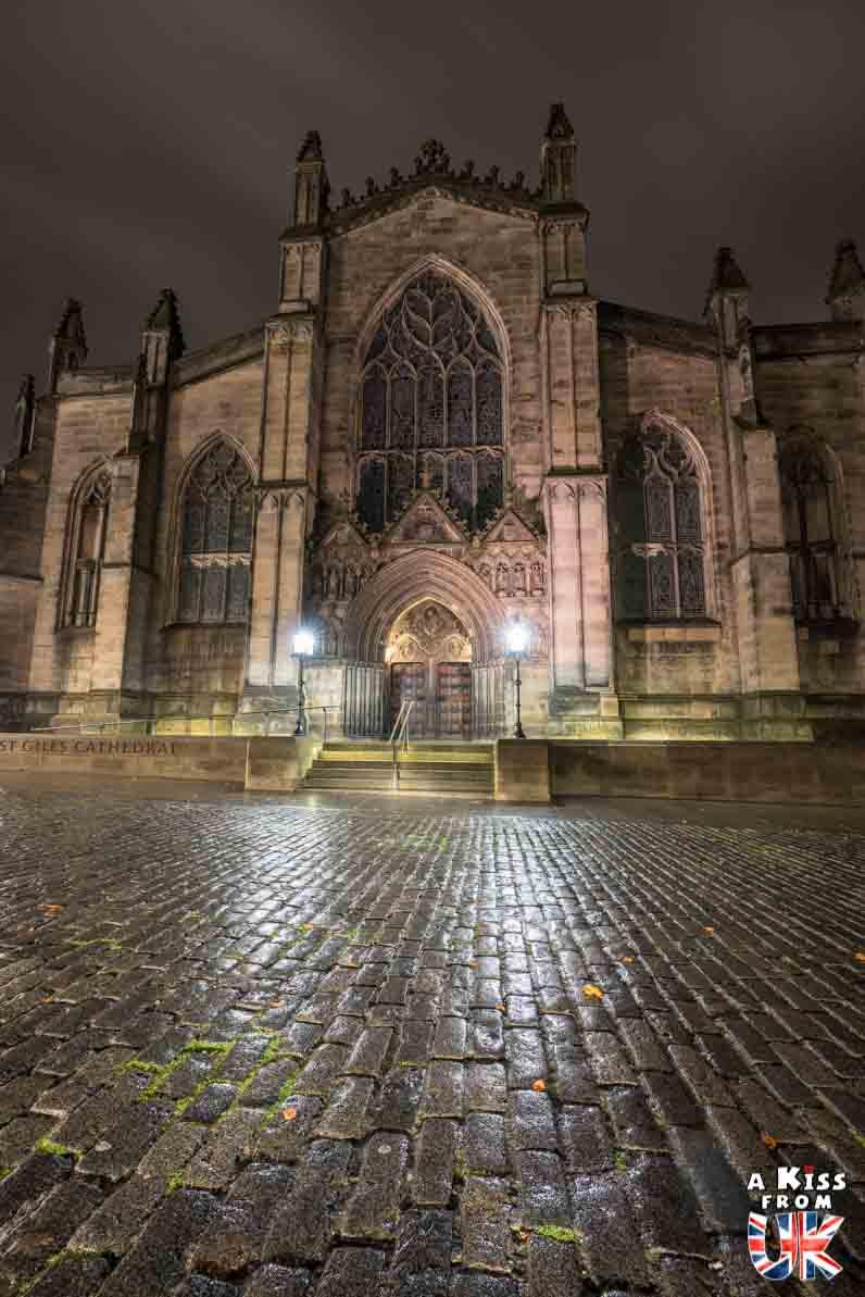 St Gile's Cathedral de nuit - Les plus belles photos d'Édimbourg de nuit. Visiter Édimbourg la nuit, sortie nocturne à Édimbourg dans les plus beaux endroits et les lieux hantés de la capitale écossaise. Que faire à Édimbourg la nuit ?