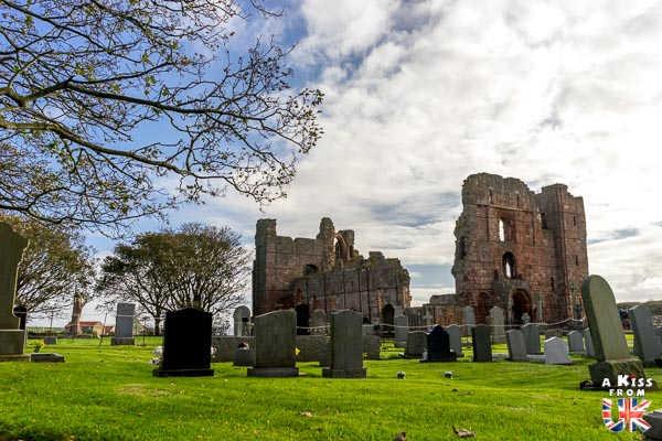 Le Prieuré de Lindisfarne - Les plus belles ruines de Grande-Bretagne - A Kiss from UK, le blog du voyage en Ecosse, Angletere et Pays de Galles.