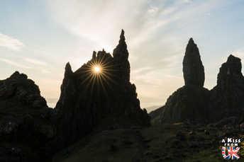 Le Old Man of Storr - Visiter l'île de Skye en 4 Jours. A voir et à faire. Lieux à voir et itinéraire de Roadtrip en Ecosse sur l'île de Skye - A Kiss from UK le guide et  blog voyage Ecosse, Angleterre et Pays de Galles