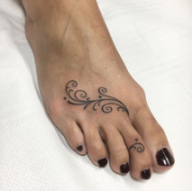 drop-in weekend for little pretty tattoos like this, whe