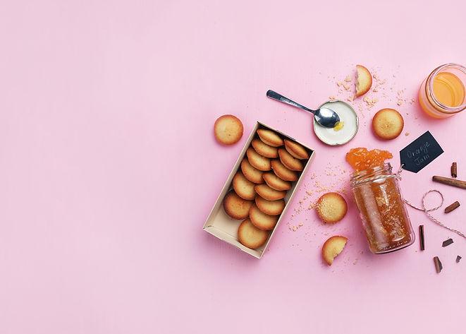 Mermelada de naranja y galletas