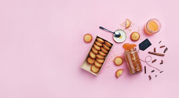Orangenmarmelade und Cookies