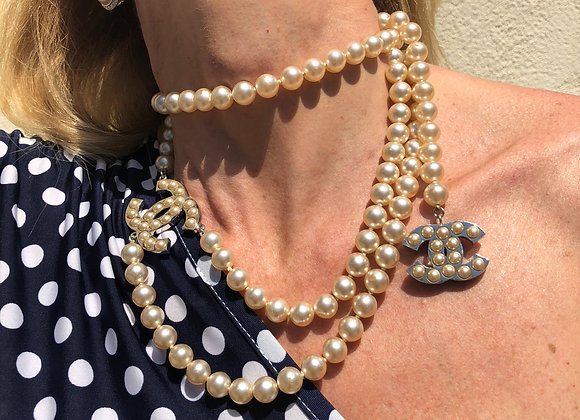 Chanel necklace,belt pearl ,preownee like a new, a must have