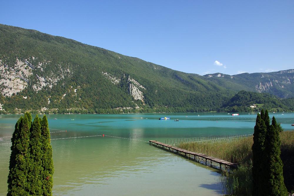 lac d'aiguebelette destination accessible en train depuis Lyon et Grenoble