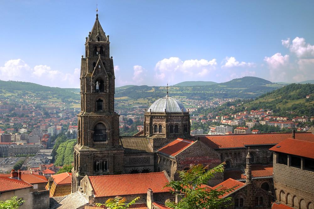Cathédrale du Puy en Velay ville et destination accessible en train