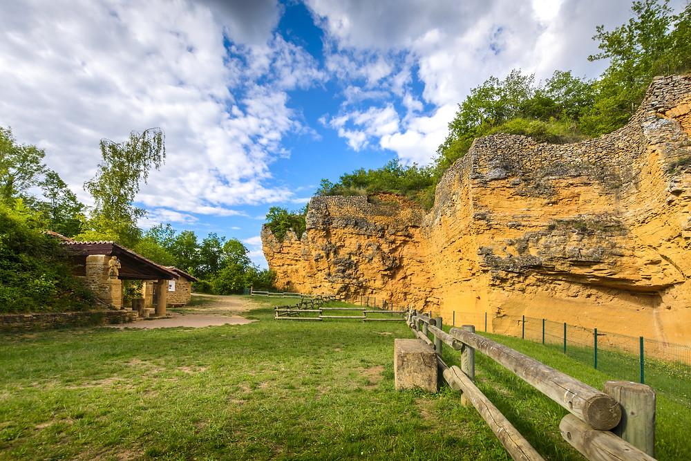 Carrières de Glay Beaujolais pierres dorées balade à moins de 1h