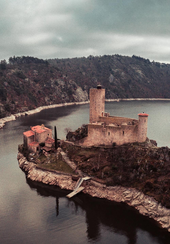 L'île de Grangent plus beau lieu à visiter tourisme dans la région Auvergne-Rhône-Alpes