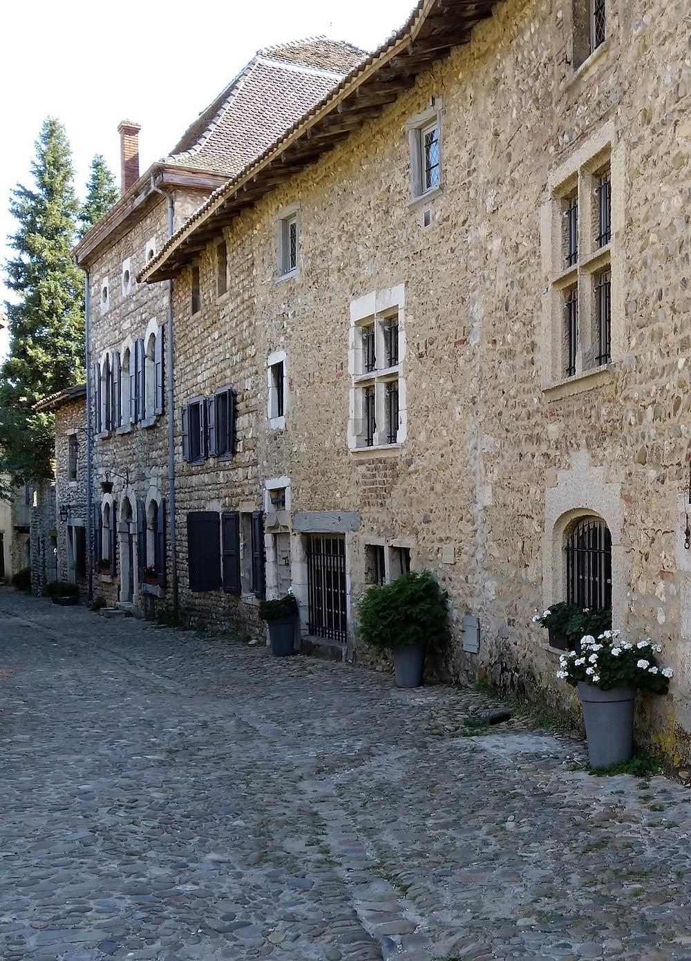 Pérouges plus beau lieu à visiter tourisme dans la région Auvergne-Rhône-Alpes